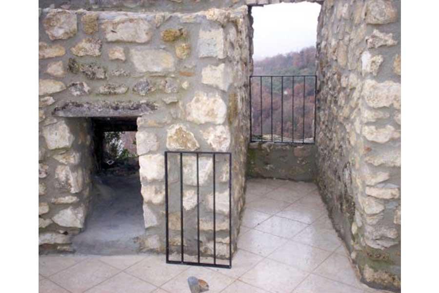 Castello-di-Cerro-al-Volturno-02