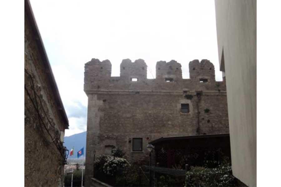 Torre-Medioevale-in-Venafro-01